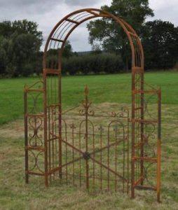 Arche de jardin rouillee