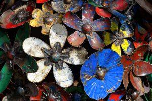Bouquet de fleurs en métal oxydé