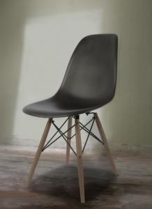 Chaise DSW couleur noire