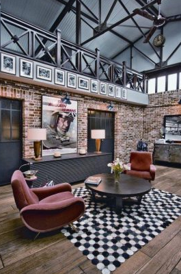 Salon industriel avec une association de couleurs différentes